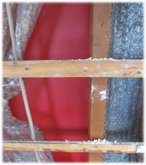 The construction seen from the inside after removing the plasterboard